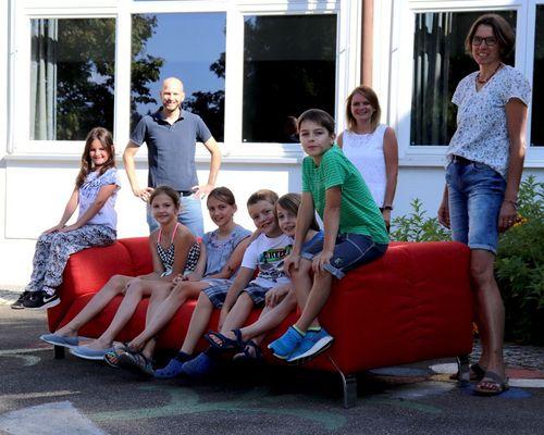Neue Geschichten für das rote TVR-Sofa
